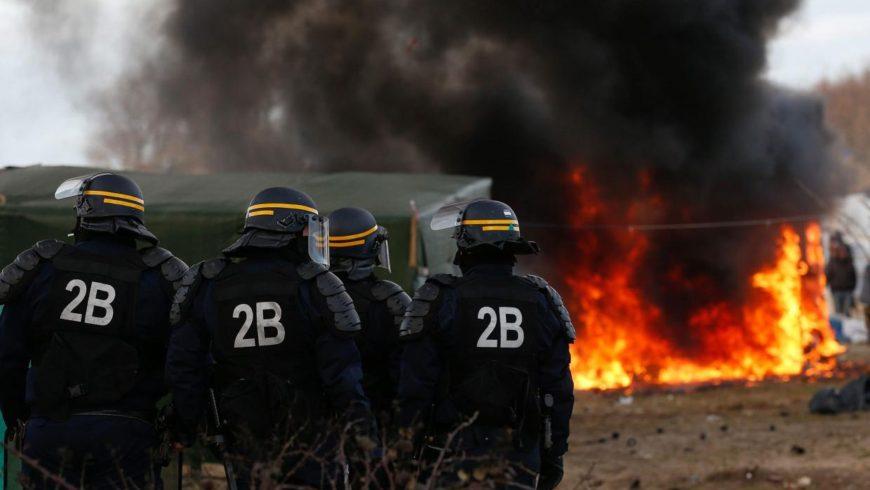 Protesters close Calais over refugee crisis
